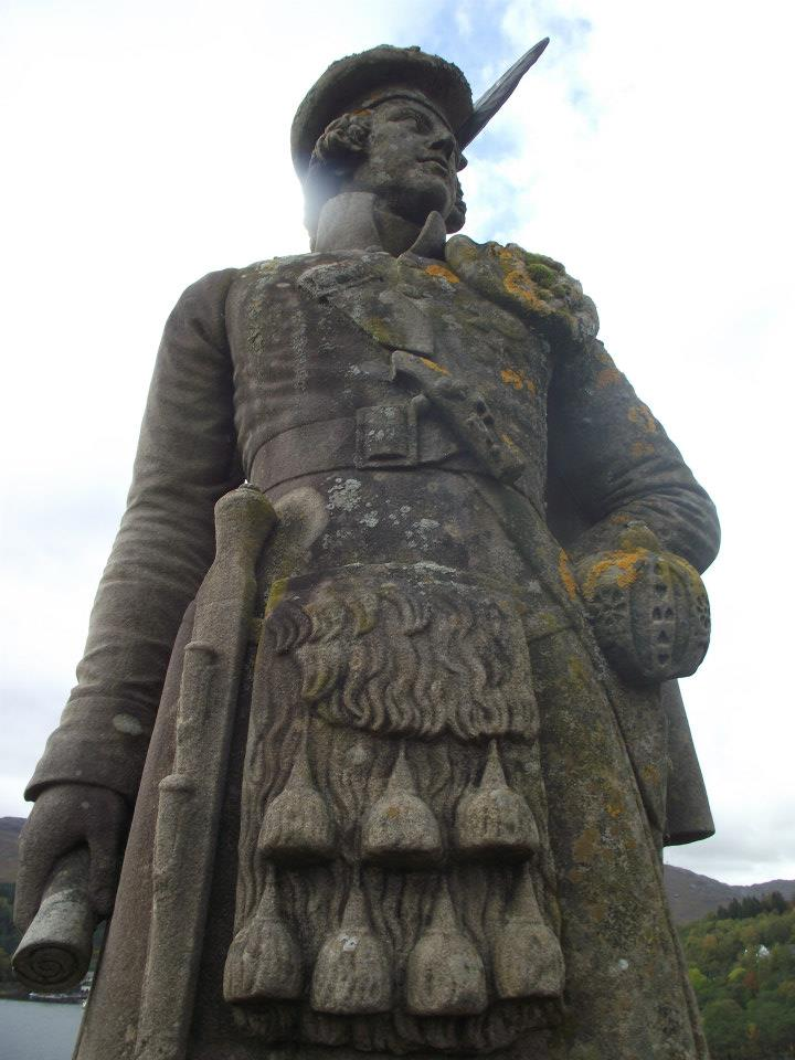 The lone kilted highlander on top of the 18m high column.